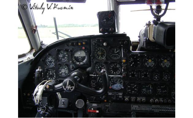 Кокпит Ан-24Б