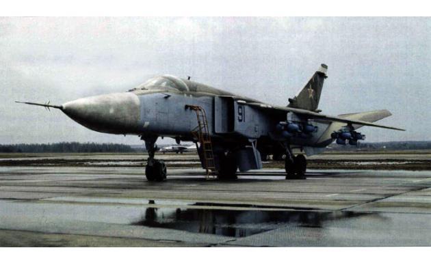 Фронтовой бомбардировщик Су-24 2