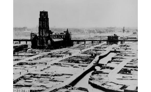 Руины Роттердама после немецкой бомбежки 14 мая 1940