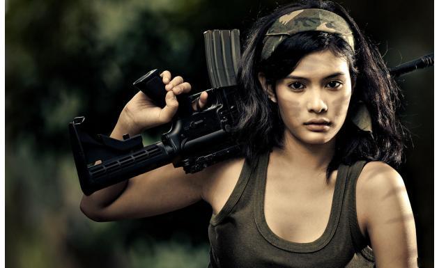 Девушки с оружием №002