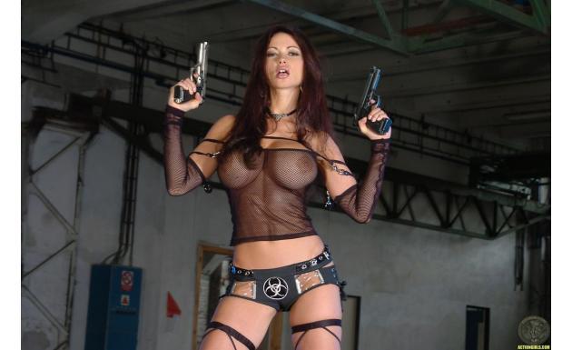 Вероника Земанова с оружием 4